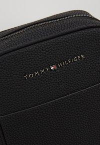 Tommy Hilfiger - ESSENTIAL MINI REPORTER - Across body bag - black - 7