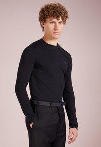 Emporio Armani - Maglietta a manica lunga - nero - 0