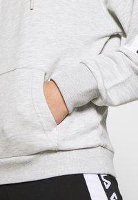 Fila - TAVORA - Bluza z kapturem - light grey melange bros / bright white - 5