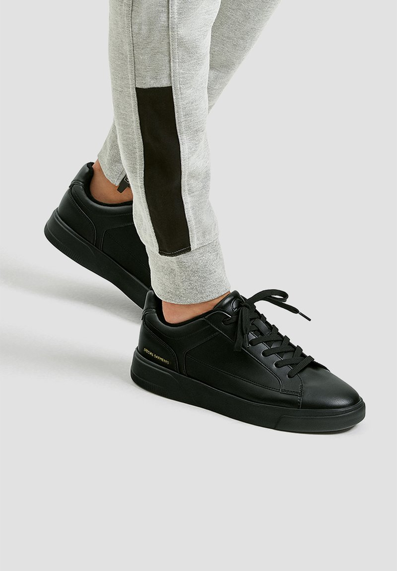 PULL&BEAR - Trainers - black
