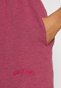 BDG Urban Outfitters - JOGGER - Shorts - raspberry - 4