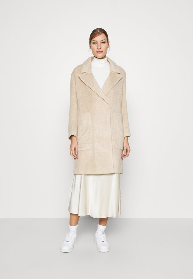 DRAWN COCCON COAT - Classic coat - oatmeal