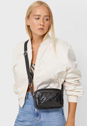 MIT GESTEPPTER TASCHE - Across body bag - black