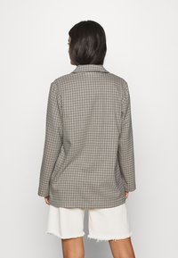 Monki - TWIGGY - Krátký kabát - beige medium dusty - 2