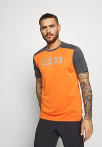 ION - TEE TRAZE - Sports shirt - riot orange - 0