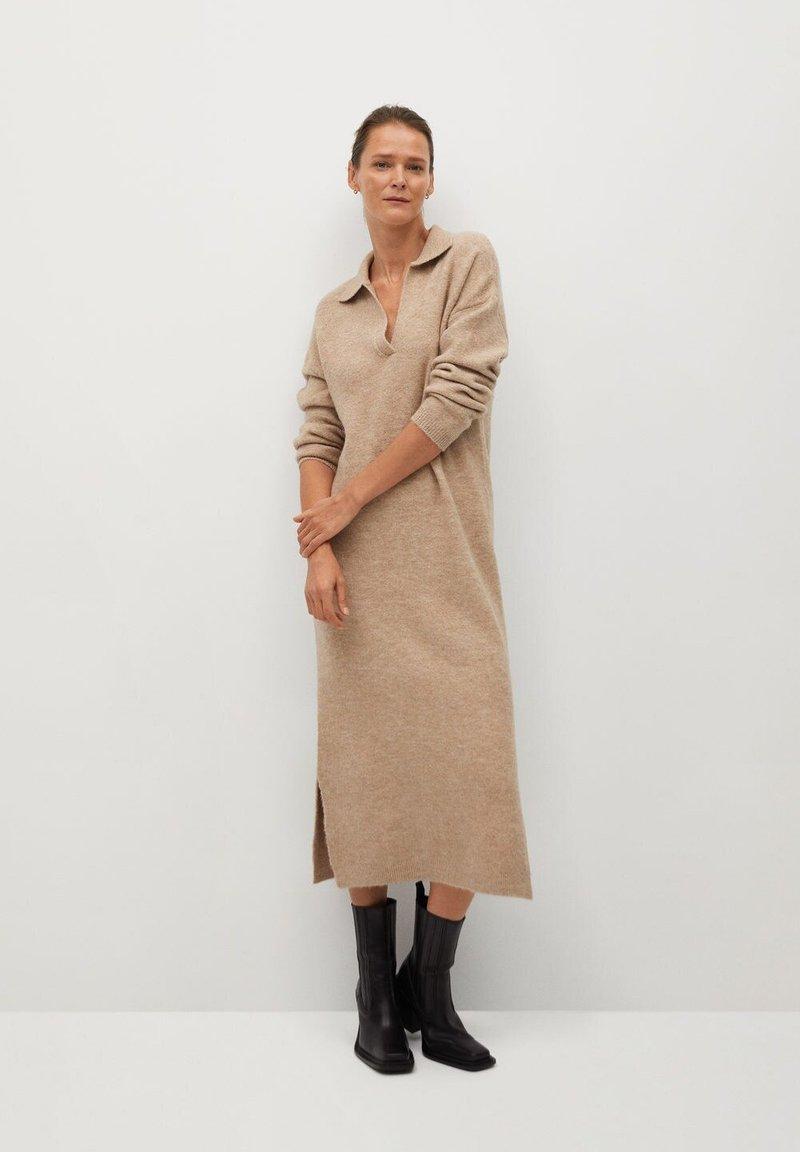 Mango - POLIN - Pletené šaty - marron moyen