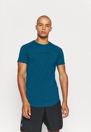 STATEMENT TEE - Print T-shirt - teal