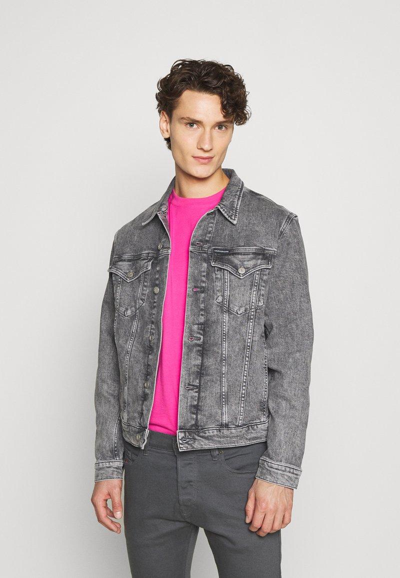 Calvin Klein Jeans - FOUNDATION JACKET - Džínová bunda - grey