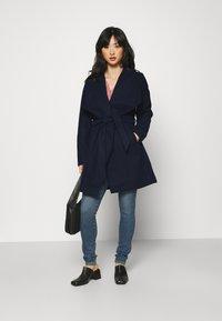VILA PETITE - VICOOLEY COLLAR BELT COAT - Classic coat - navy blazer - 1
