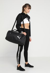 Puma - FUNDAMENTALS BAG - Torba sportowa - black - 5