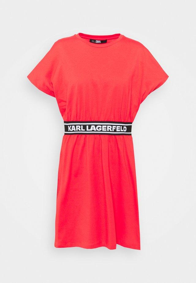 LOGO TAPE DRESS - Jerseyjurk - tangerine