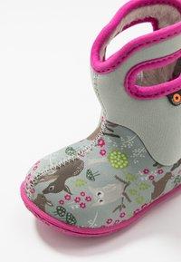 Bogs - BABY WOODLAND FRIENDS - Zimní obuv - light gray/multicolor - 2