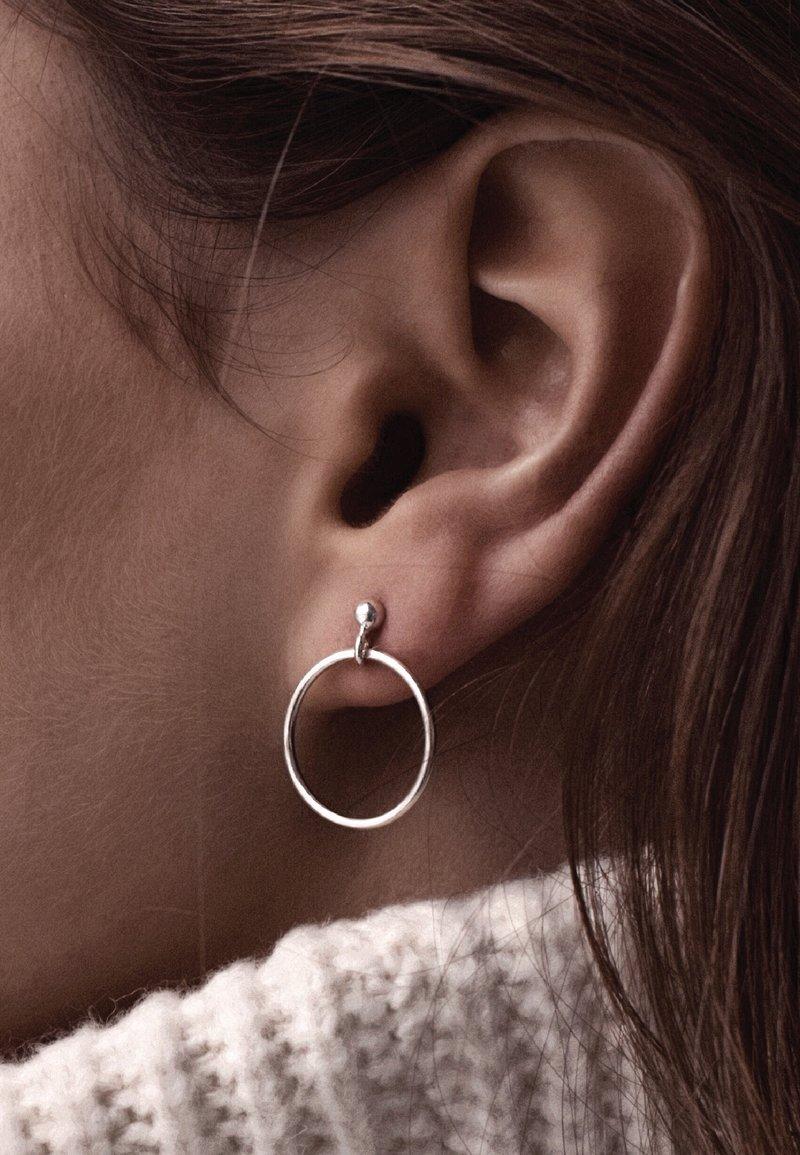 No More - SMALL CIRCLE EARRINGS - Earrings - silver