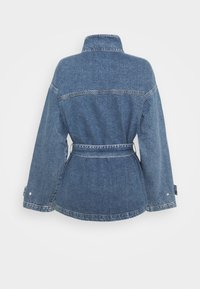 NA-KD - BELTED OVERSIZED JACKET - Denim jacket - mid blue - 1