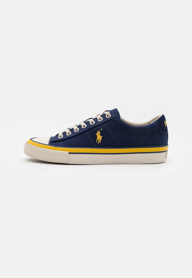 SAYER - Baskets basses - newport navy/gold