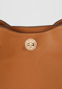 L.CREDI - EDINA - Handbag - cognac - 7