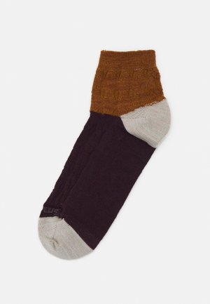 WOMENS EVERYDAY CABLE ANKLE BOOT - Sports socks - acorn
