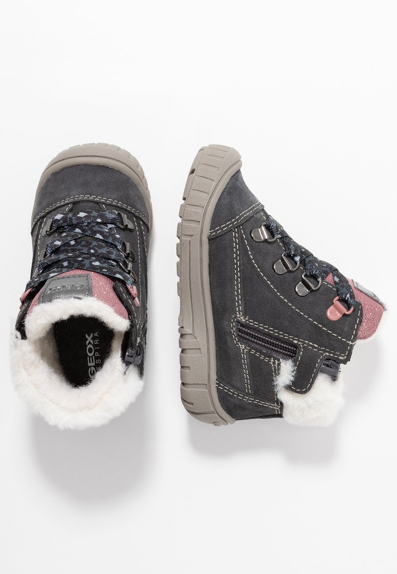 Geox - OMAR GIRL WPF - Lær-at-gå-sko - dark grey