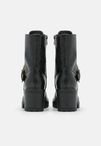 Versace Jeans Couture - Šněrovací kotníkové boty - nero - 7