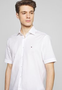 Tommy Hilfiger Tailored - CLASSIC - Formal shirt - white - 4