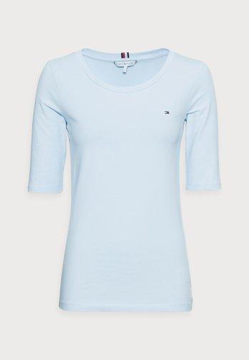 ESSENTIAL SOLID - Basic T-shirt - breezy blue