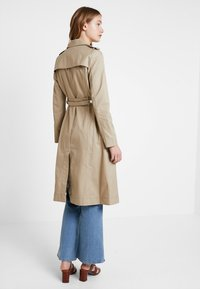 Guess - JANIS TRENCH - Trenchcoat - forest khaki - 2