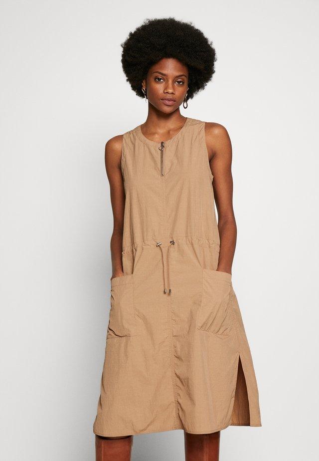 MAGGIIW DRESS - Denní šaty - amphora