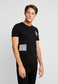 TOM TAILOR DENIM - T-shirt med print - black - 0