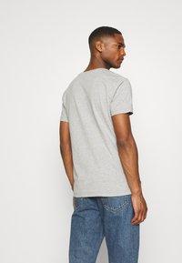 Tommy Hilfiger - LARGE LOGO TEE - Print T-shirt - grey - 2