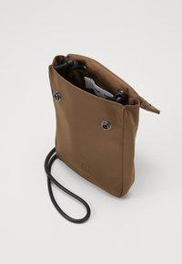 Samsøe Samsøe - MOLO NECK BAG  - Across body bag - shitake - 2