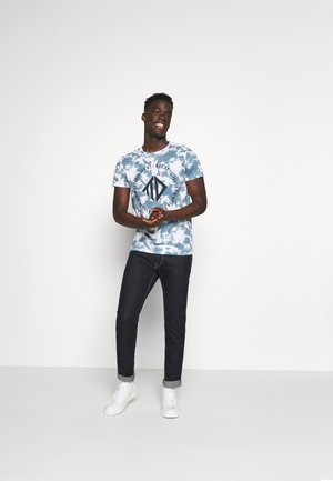 BATIK ALLOVERPRINT - T-shirt z nadrukiem - blue/white