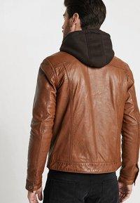 Serge Pariente - JEAN JACKET HOOD - Leather jacket - cognac - 2