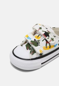Converse - CHUCK TAYLOR ALL STAR UNISEX - Sneakers laag - white/multi/black - 5