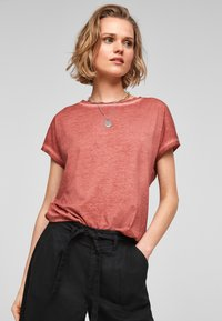 QS by s.Oliver - Basic T-shirt - rust - 0