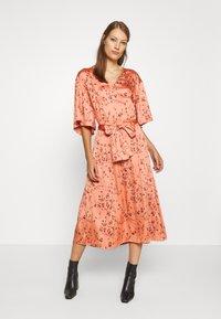 Twist & Tango - NELLIE DRESS - Denní šaty - peach - 0