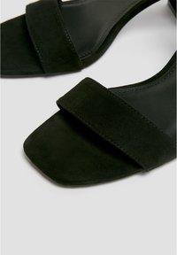 PULL&BEAR - Sandaalit nilkkaremmillä - black - 4