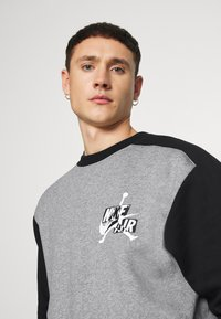 Jordan - CREW - Sudadera - carbon heather/black - 4