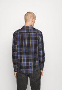 Levi's® - SUNSET POCKET STANDARD - Camicia - dark blue/blue/yellow - 2