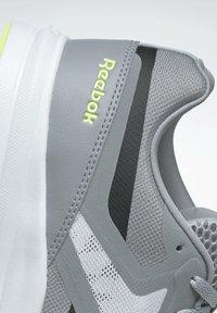 Reebok - REEBOK RUNNER 4.0 SHOES - Zapatillas de running estables - grey - 6