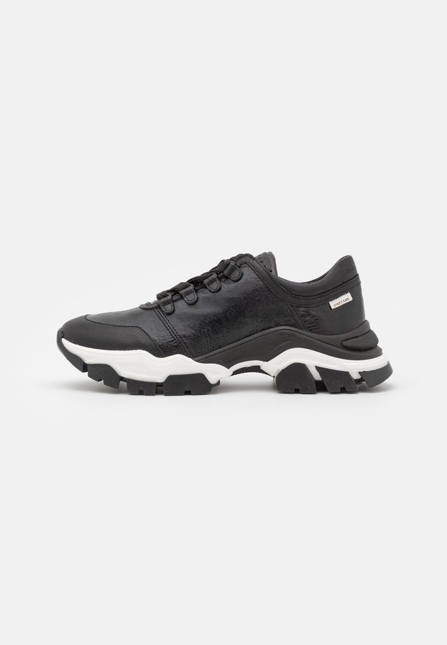 Trainers - black