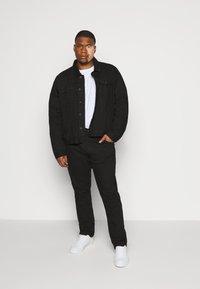 Jack´s Sportswear - Straight leg jeans - clean black - 1