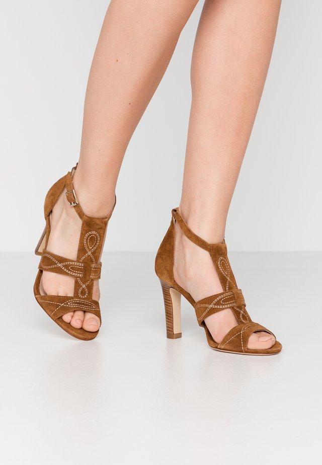 ANNA - Sandály na vysokém podpatku - camel