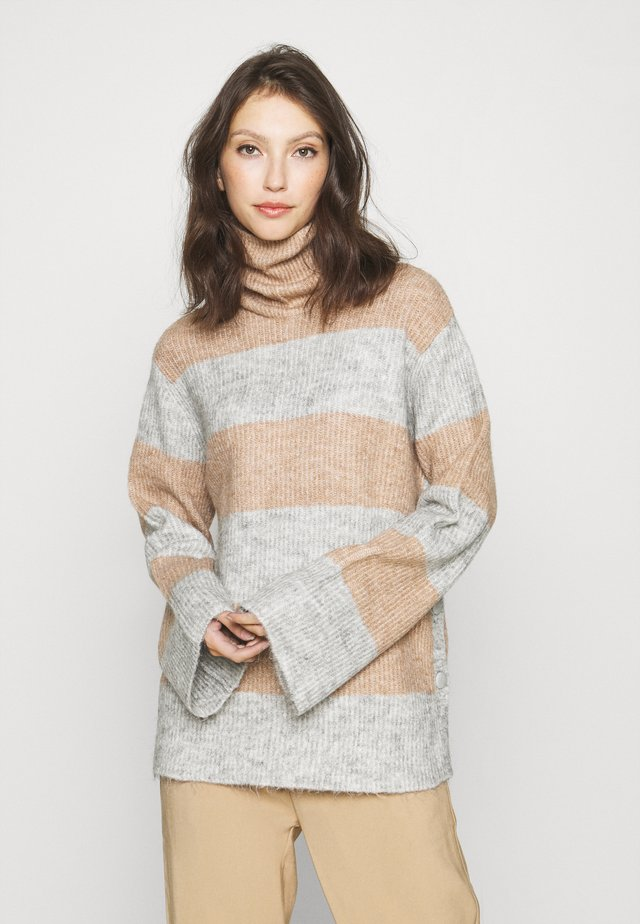 YASALLU STRIPE   - Jersey de punto - light grey melange/tawny brown