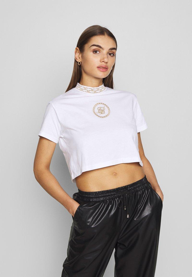 SIKSILK - LUXURY CROP TEE - T-shirt z nadrukiem - white