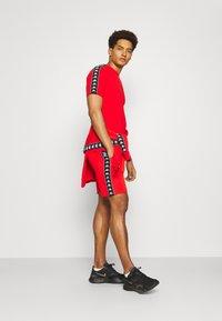 Kappa - ILYAS - T-shirt con stampa - firey red - 1