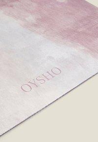 OYSHO - WATERCOLOUR 5MM YOGA MAT - Fitness/jóga - rose - 4