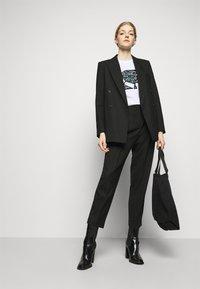 KARL LAGERFELD - SPARKLE PROFILE  - T-Shirt print - white - 1