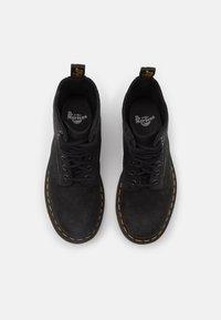 Dr. Martens - 1460 PASCAL 8 EYE BOOT UNISEX - Šněrovací kotníkové boty - black milled - 3