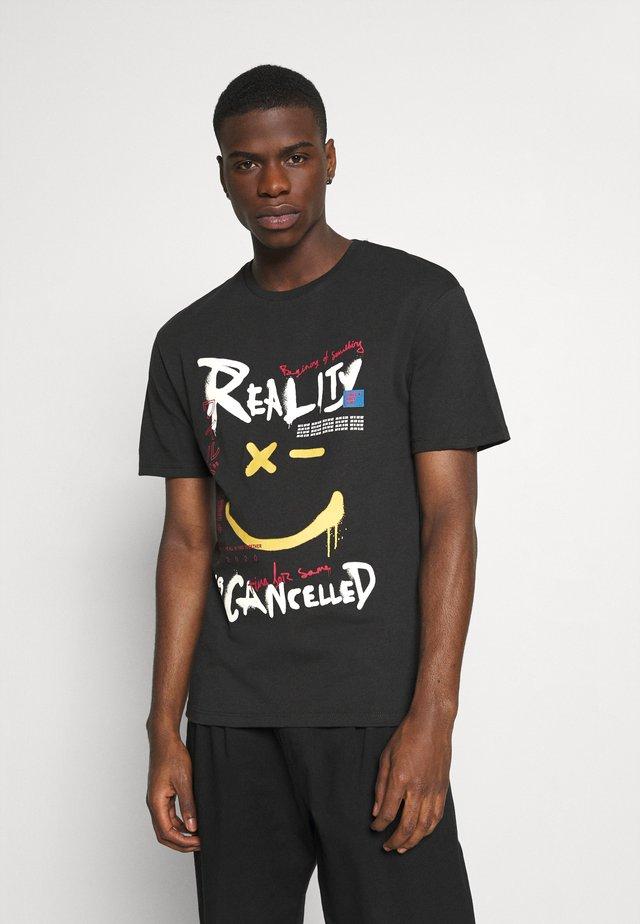 JORURBANS TEE CREW NECK - Print T-shirt - tap shoe