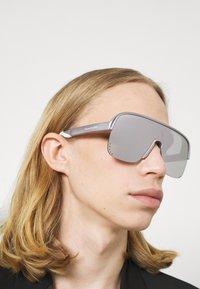 Alexander McQueen - UNISEX - Sunglasses - violet/silver - 1